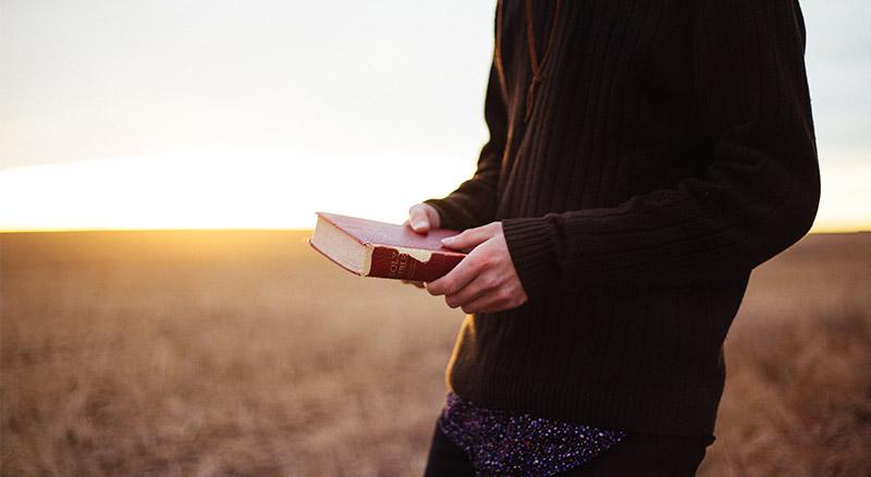 A tomada de decisão envolve ouvir as Escrituras